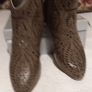 Volatile Womens Taupe Boot